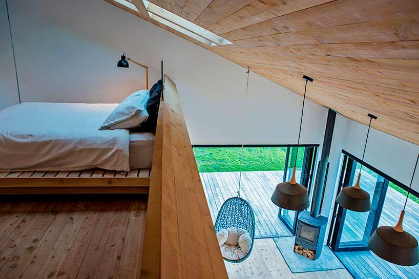 Дизайн спальни в деревянном домике от Дэвида Мориса