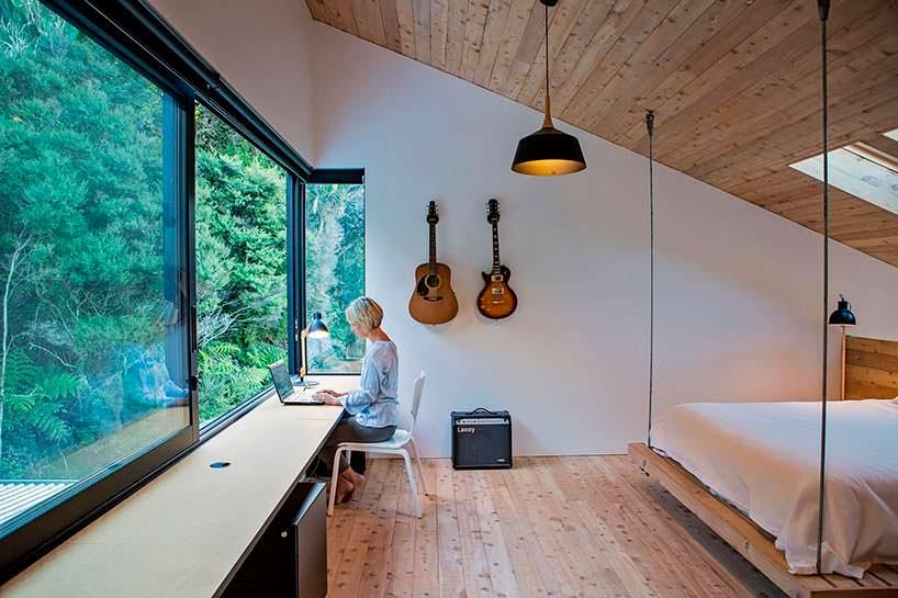Рабочая зона в спальне. Дизайн Дэвида Мориса