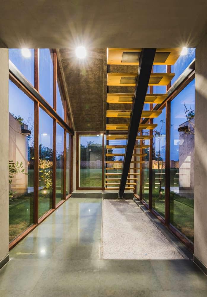Дизайн лестничной площадки в доме Outhouse