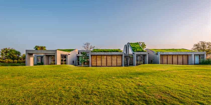 Гармоничный дом выходного дня в Индии от Misa Architects