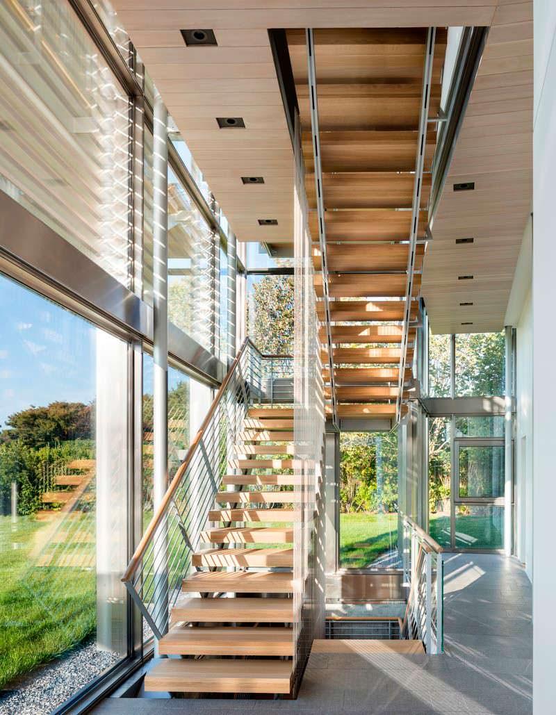 Дизайн лестничной площадки в доме на Лонг-Айленде