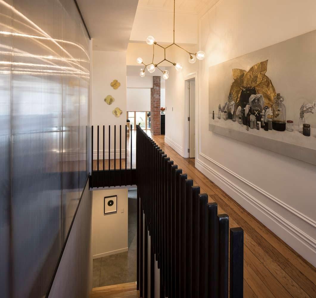 Дизайн лестничной площадки в доме от студии Matter