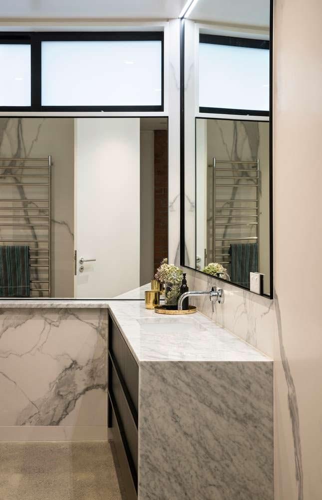 Дизайн ванной комнаты с большими зеркалами от Matter