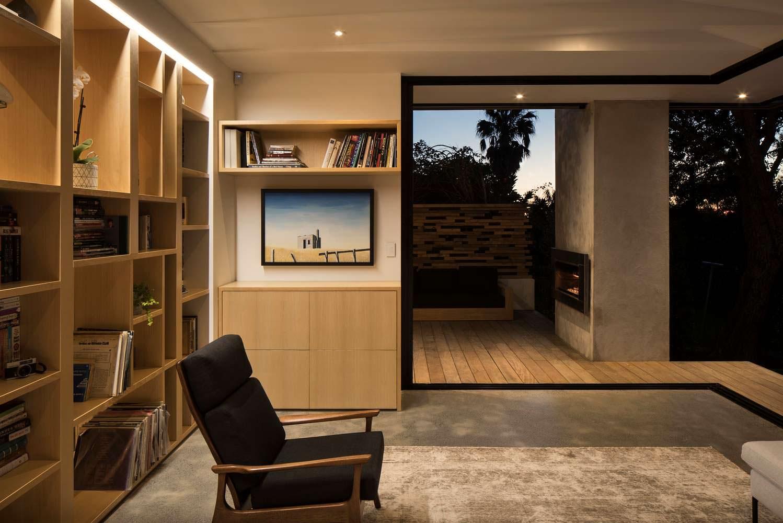 Дизайн комнаты с книжными полками от Matter