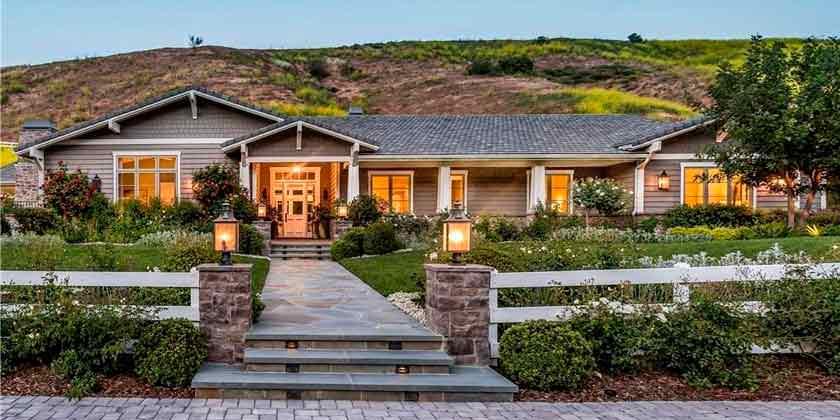 Кайли Дженнер продала один из домов в Хидден-Хилс | фото, цена