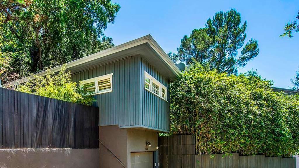 Деревянный дом в стиле ковбойского бунгало в Голливуде
