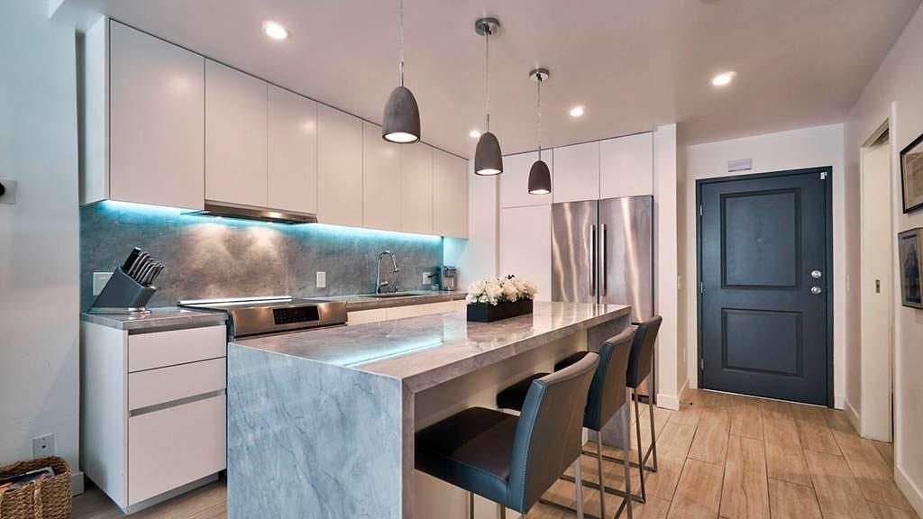 Кухня с островом в квартире-студии