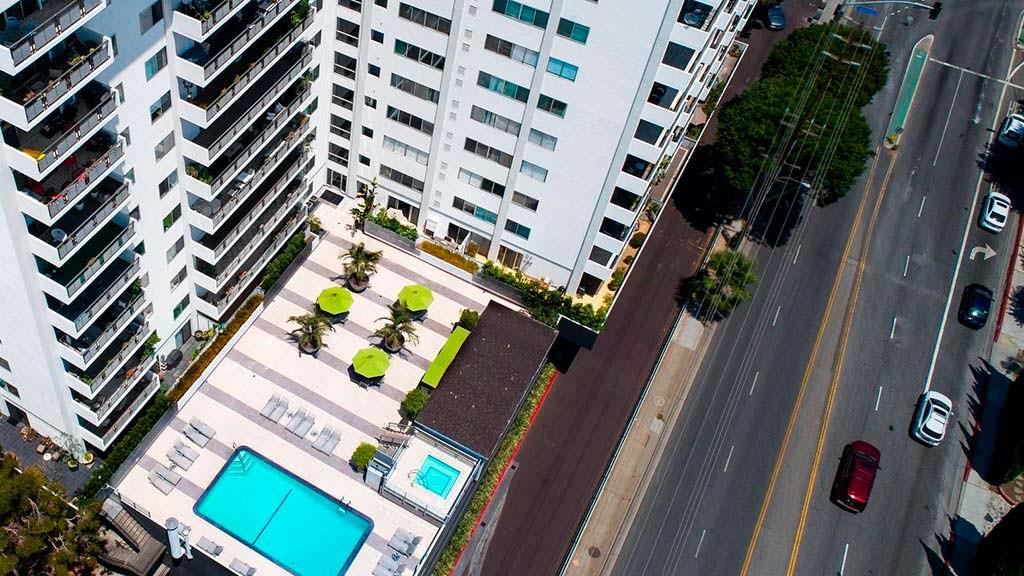 ЖК Westview Towers с бассейном в Западном Голливуде