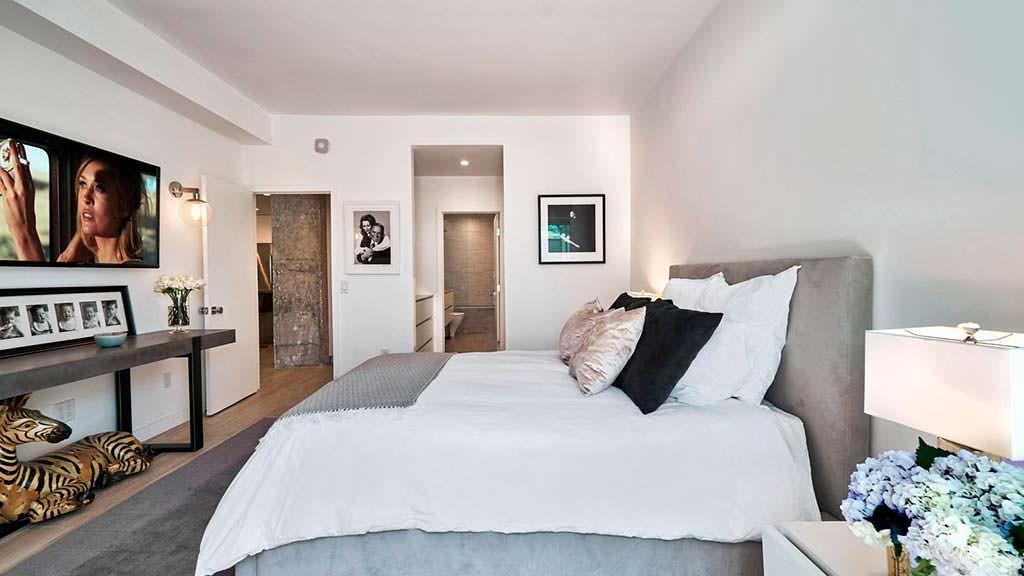 Спальня в квартире актрисы Фэй Данауэй