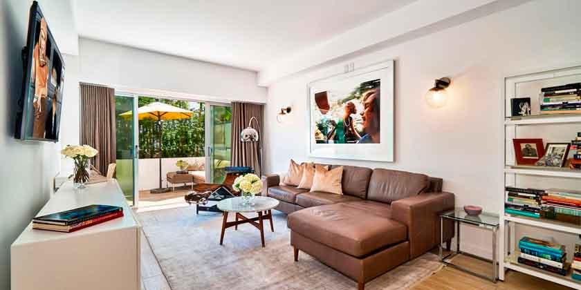 Актриса Фэй Данауэй продала квартиру в Голливуде