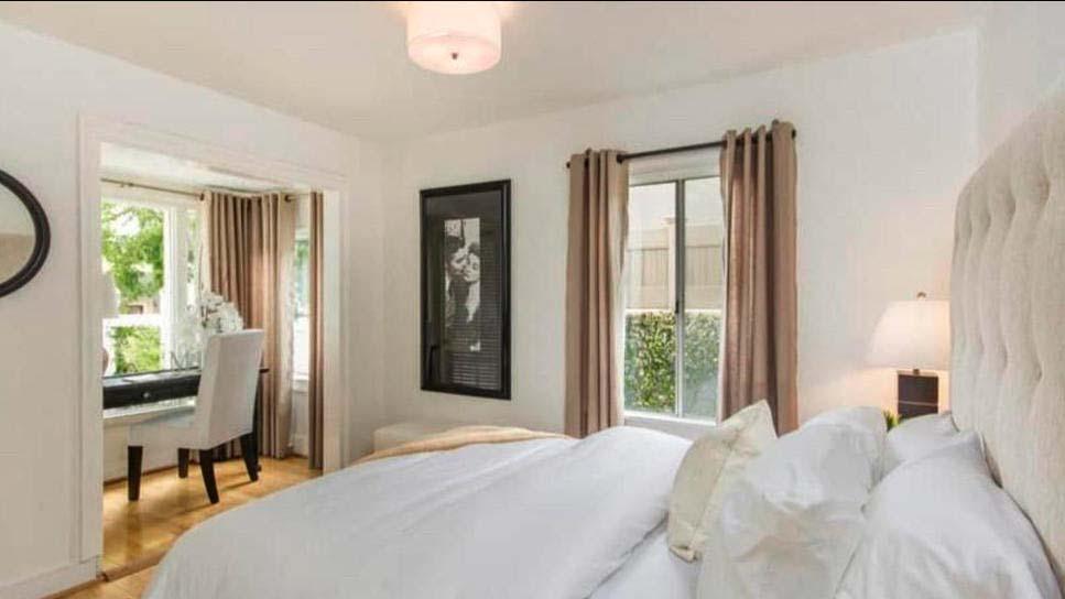 Уютная спальня с домашним кабинетом