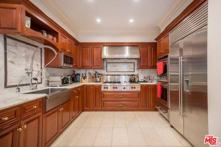 Кухня с мрамором в доме Серены Уильямс