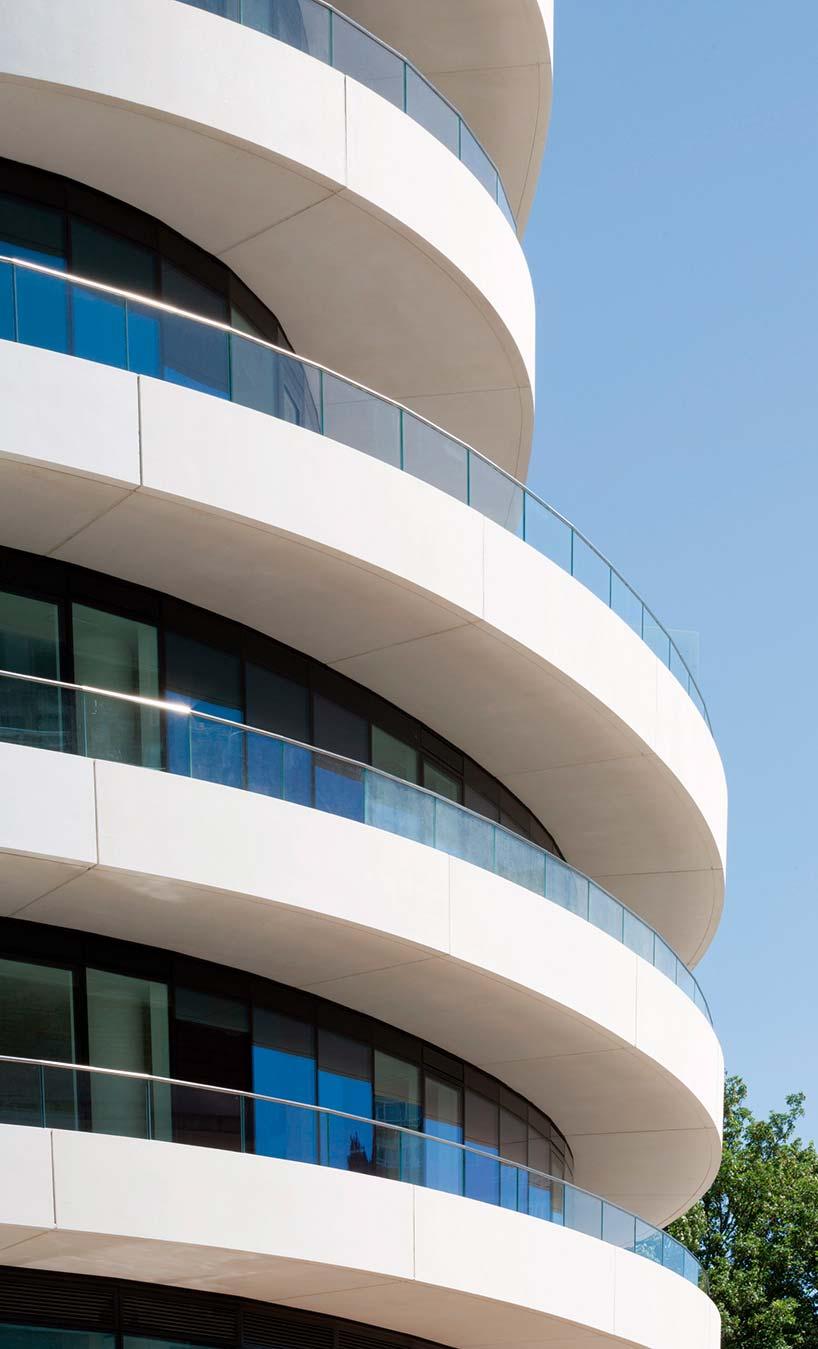 Балконы квартир в башне Lonbard Wharf в Лондоне