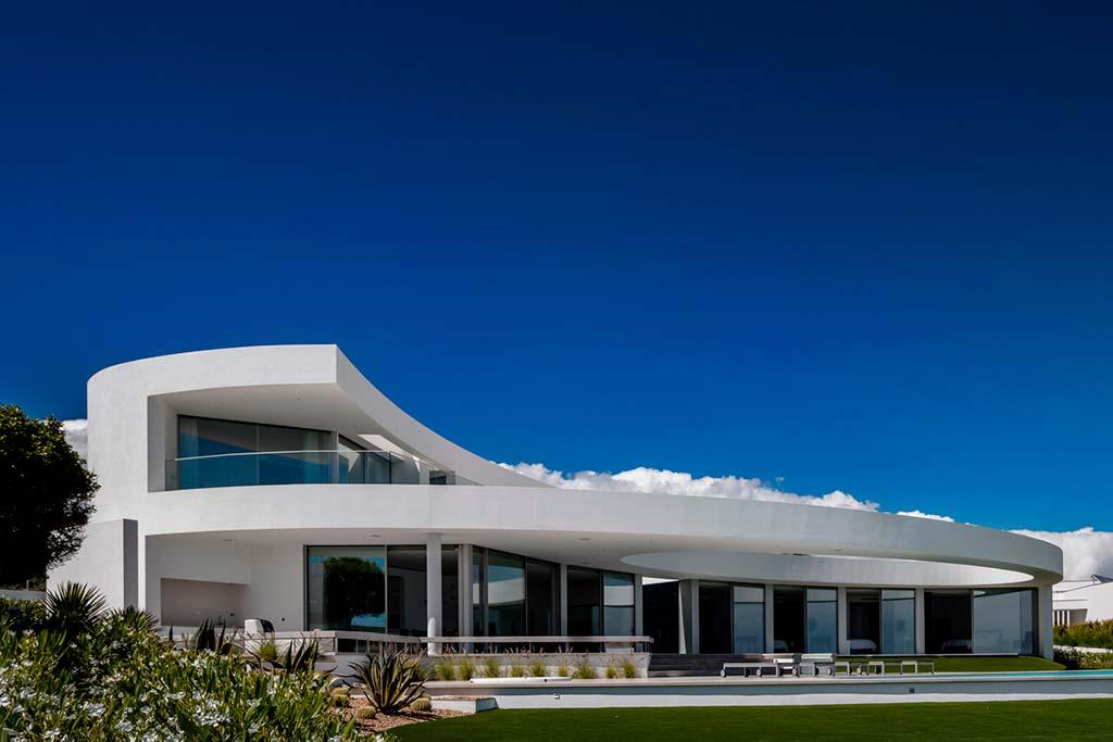Дом у океана в Португалии