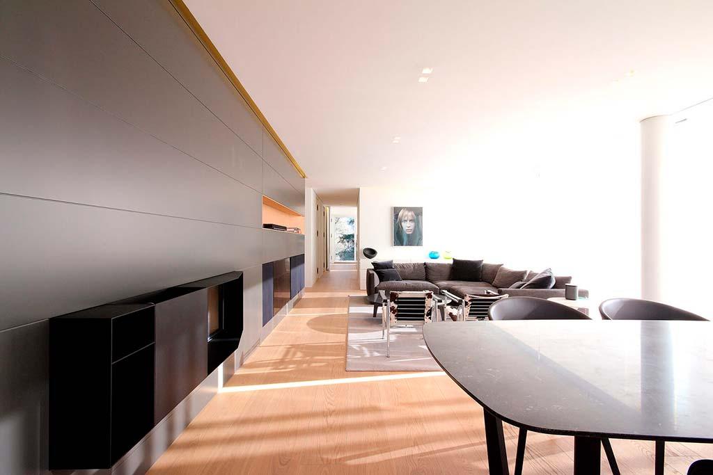 Дизайн гостиной в современном стиле от студии JMA