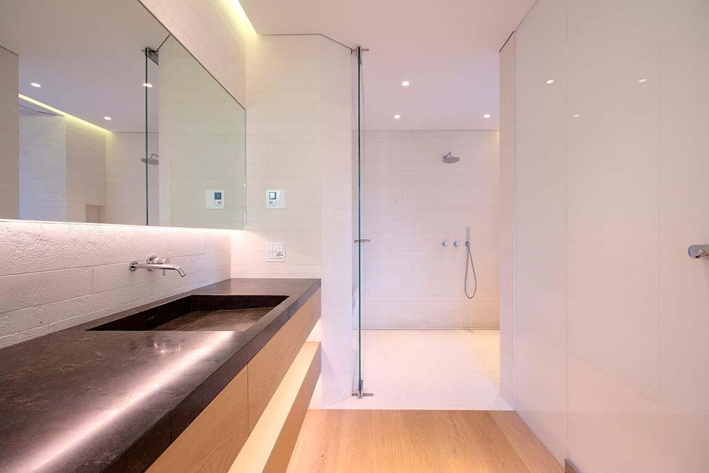Современный дизайн ванной комнаты от студии JMA