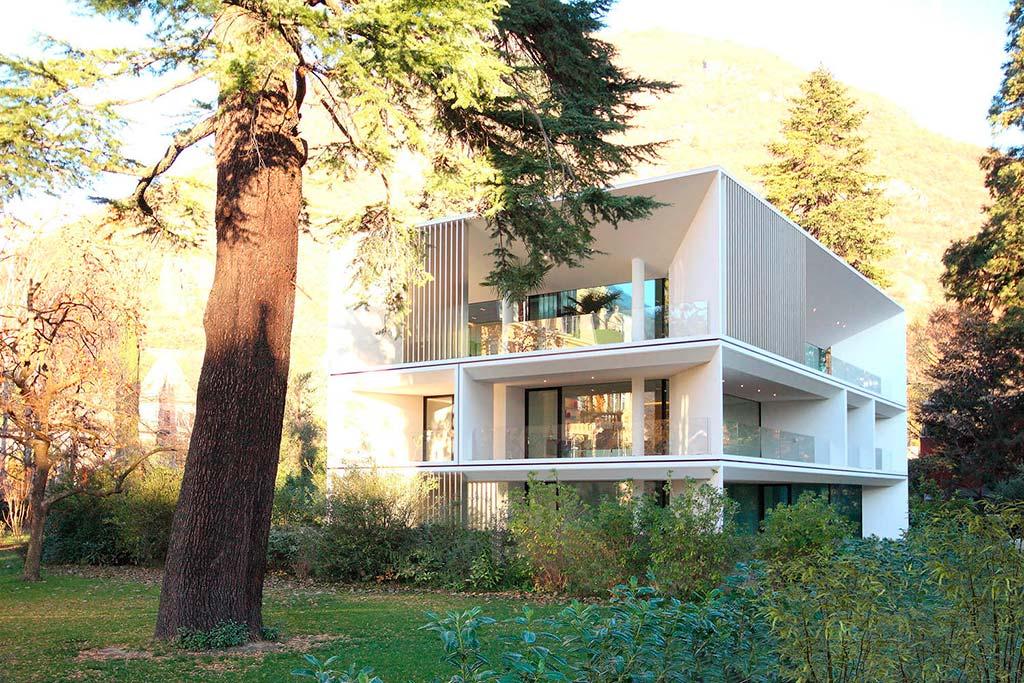 Современный трехэтажный многоквартирный дом. Проект JMA