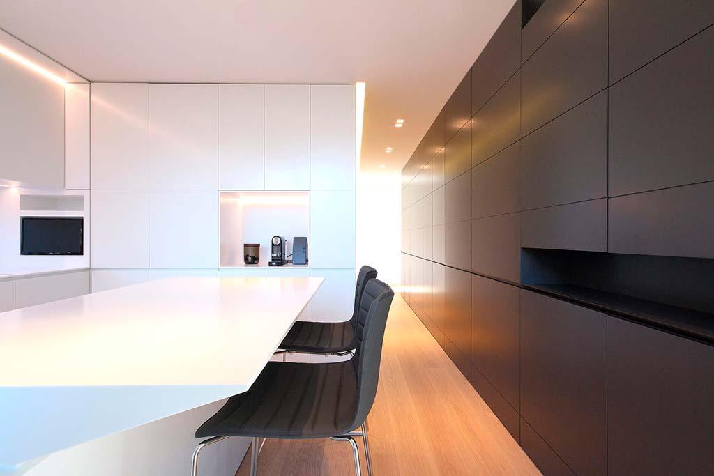 Элитная белая кухня. Дизайн JMA