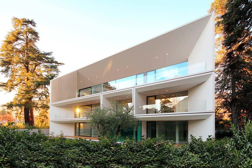 Большой трехэтажный дом на три квартиры. Проект JMA