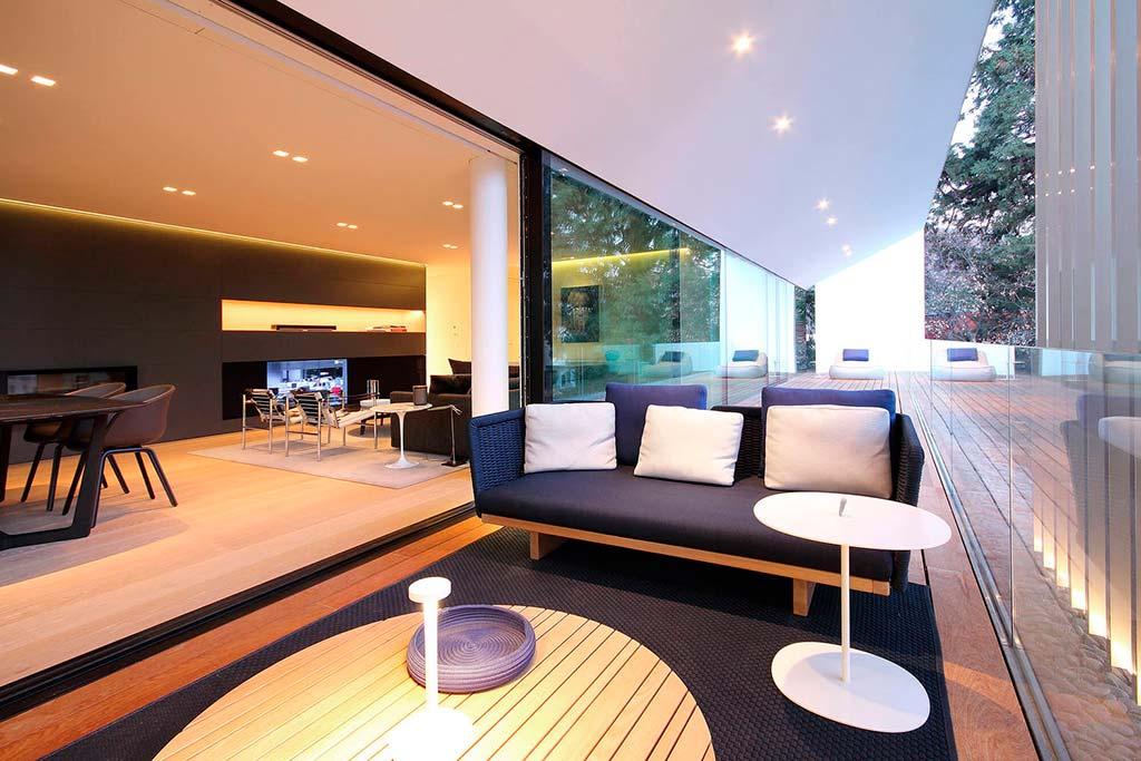 Дизайн гостиной с выходом на террасу