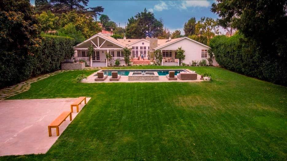 Дом 1946 года в Лос-Анджелесе актера Майкла Чиклиса