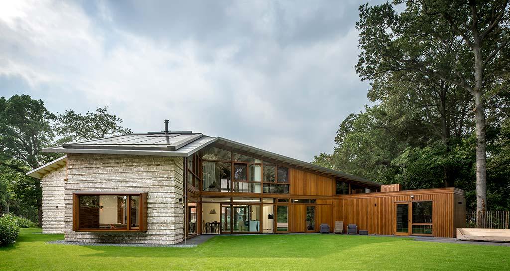 Двухэтажный дом для большой семьи от Moke Architecten