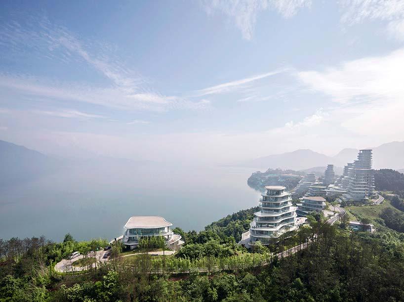 Горная деревняу озера на востоке Китая от MAD Architects