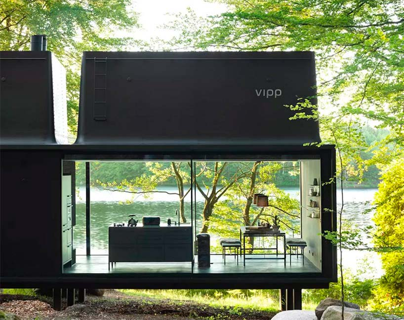 Дом в лесу со стеклянными раздвижными стенами Vipp Shelter