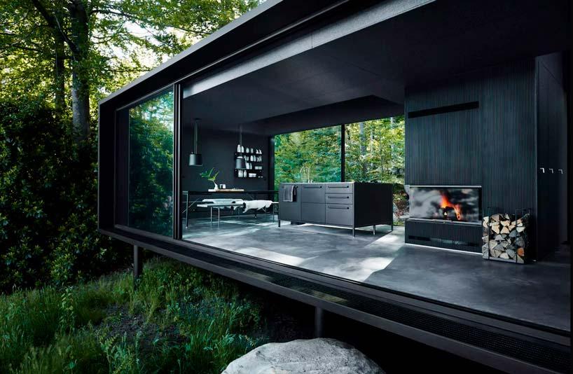 Кухня, столовая и гостиная с камином в доме у озера