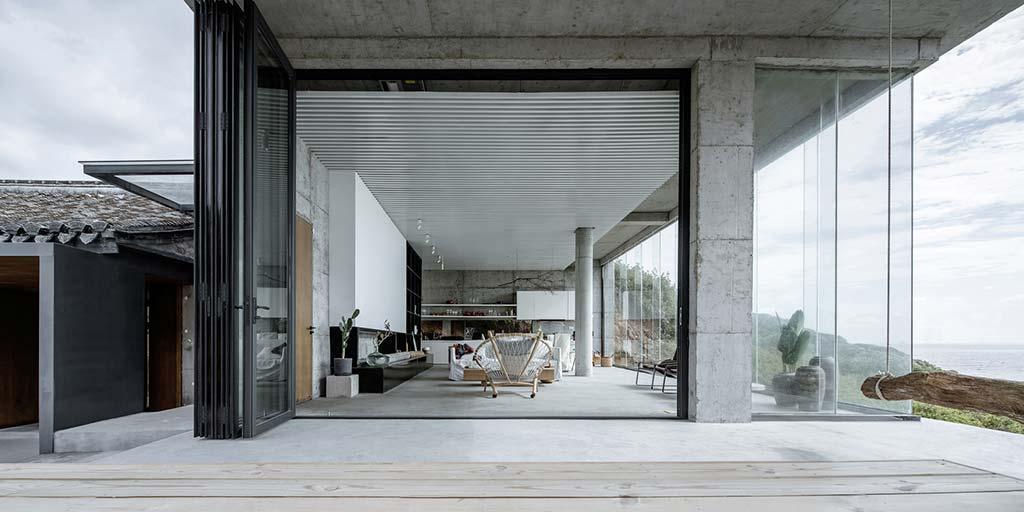 Современный дом из каменных руин от Evolution Design