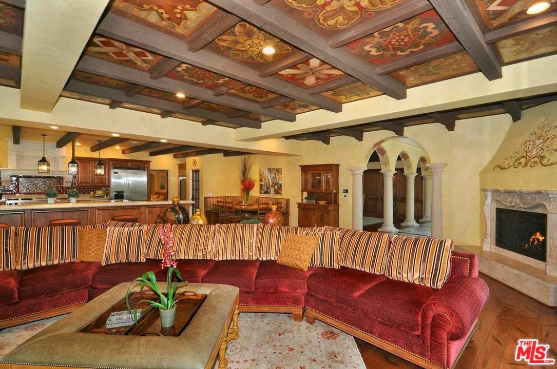 Большая гостиная в доме Зигги Марли