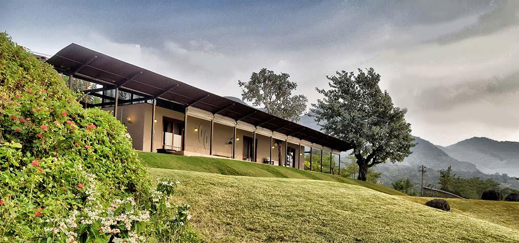 Красивый дом в горах Индии. Проект Spasm Design