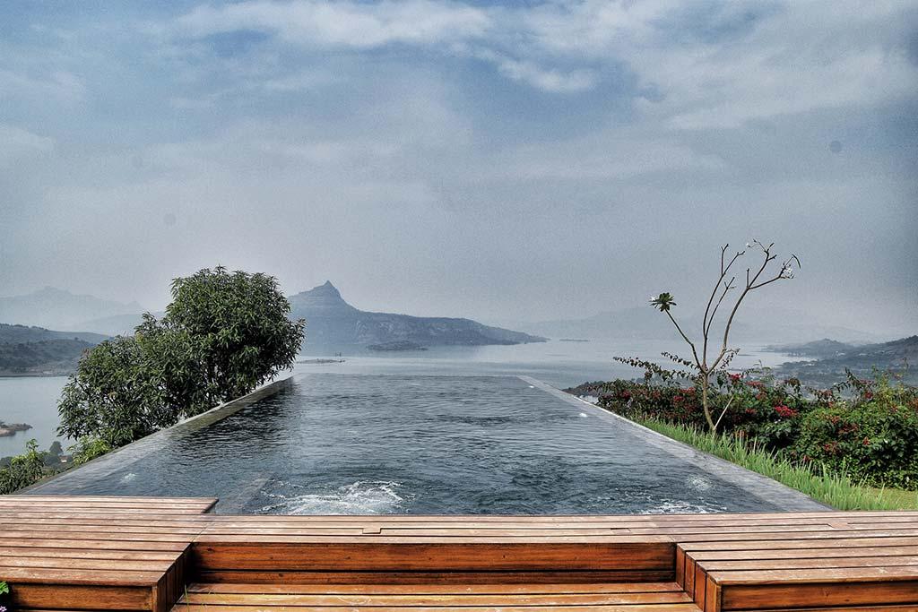 Панорамный бассейн в горах Индии от Spasm Design