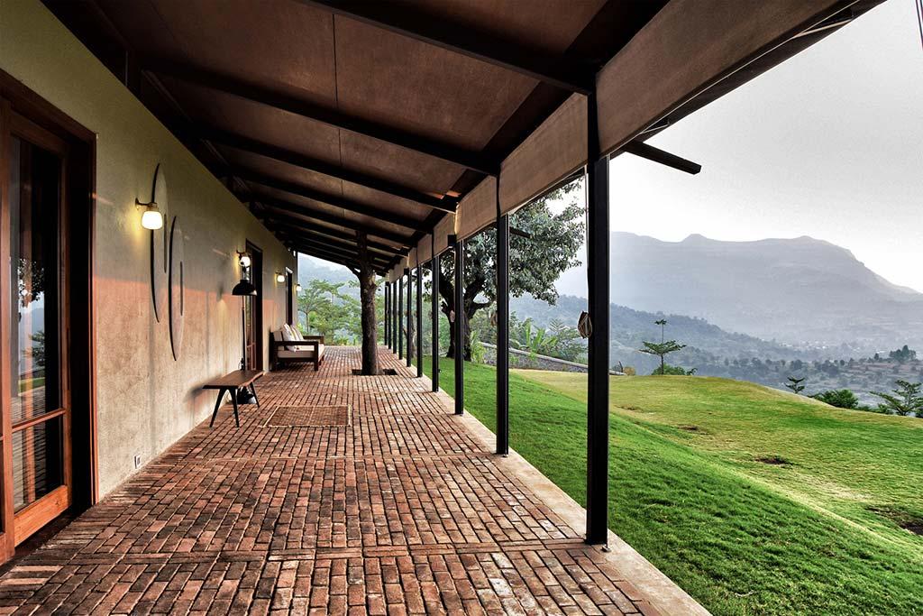 Дом с верандой в горах Индии от Spasm Design