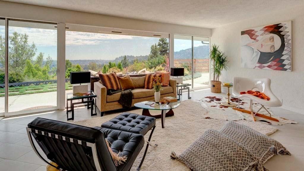 Дизайн гостиной с ковром на полу