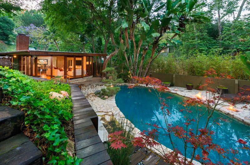 Дом с бассейном-лагуной в Голливуде
