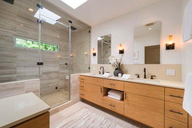 Ванная с паровым душем в доме знаменитости