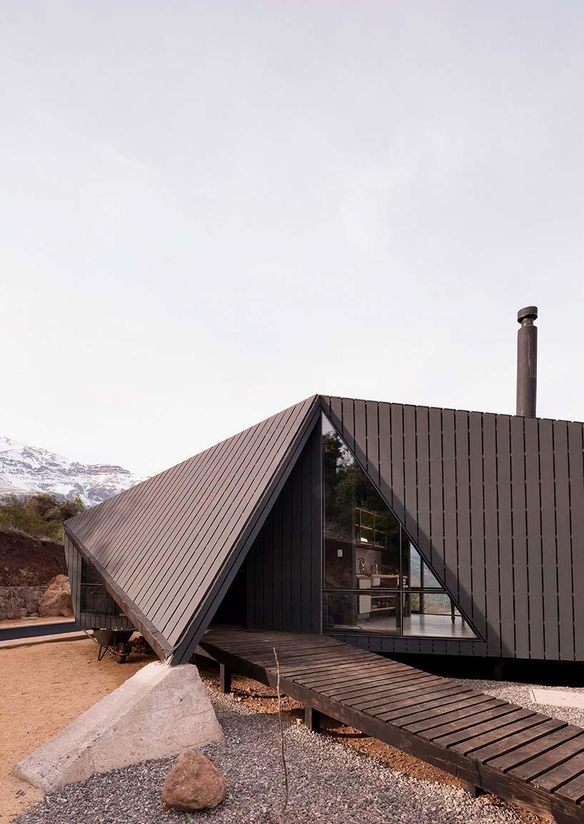 Сложная геометрия крыши дома от Gonzalo Iturriaga Arquitectos