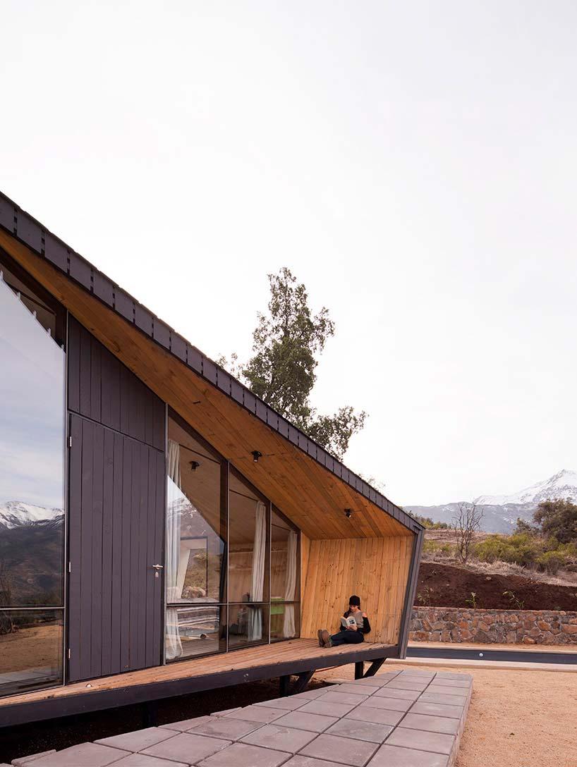 Деревянный дом в горах Чили от Gonzalo Iturriaga Arquitectos
