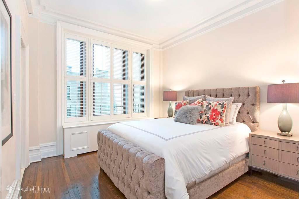 Спальня в белых тонах квартиры Брюса Уиллиса