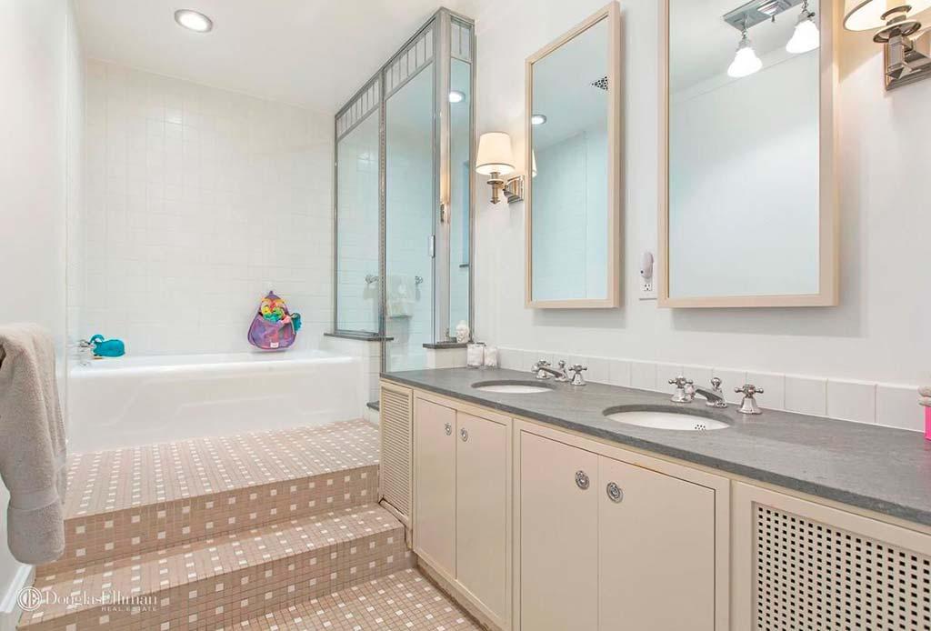 Квартира с четырьмя с половиной ванными комнатами