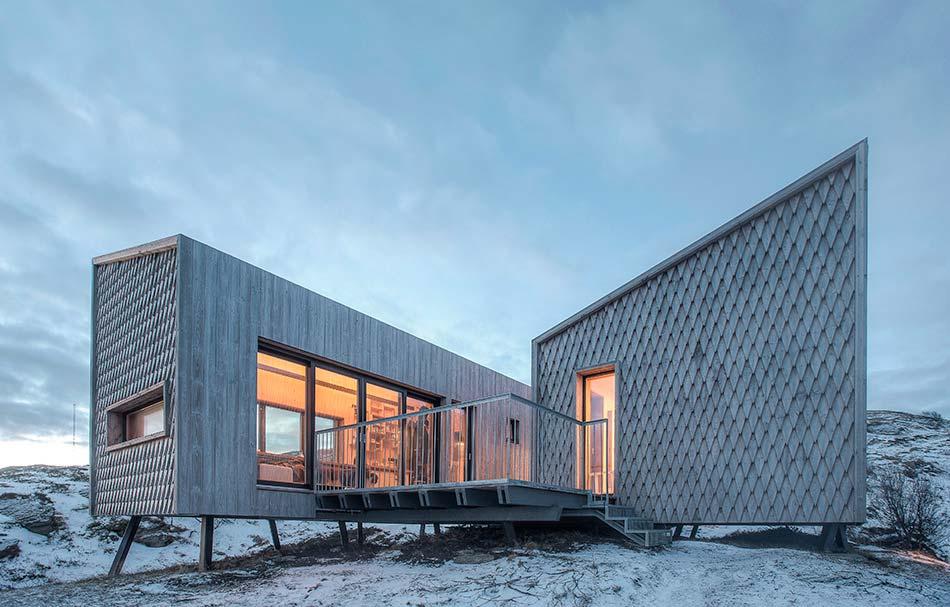 Деревянный дом на сваях от TYIN Tegnestue