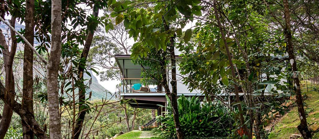 Дом в уединенной долине в Бразилии от G Arquitetura e Urbanismo