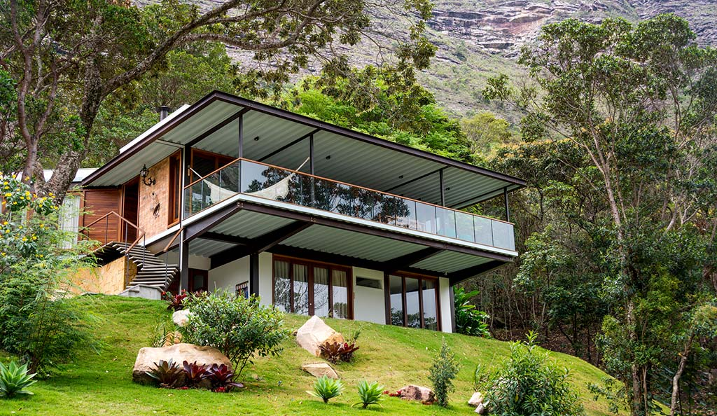 Дом на зеленой лужайке от G Arquitetura e Urbanismo