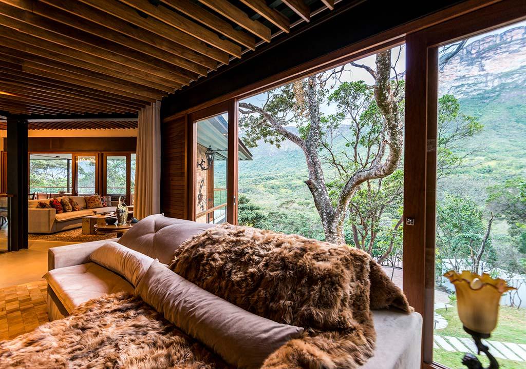 Вид на долину из гостиной дома