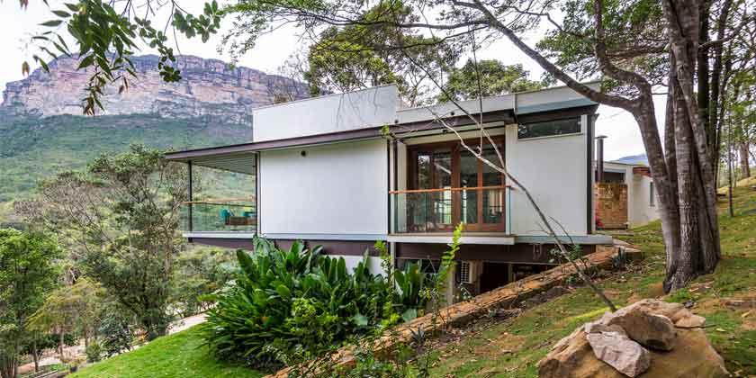 Уединенный дом с видом на долину от G Arquitetura e Urbanismo