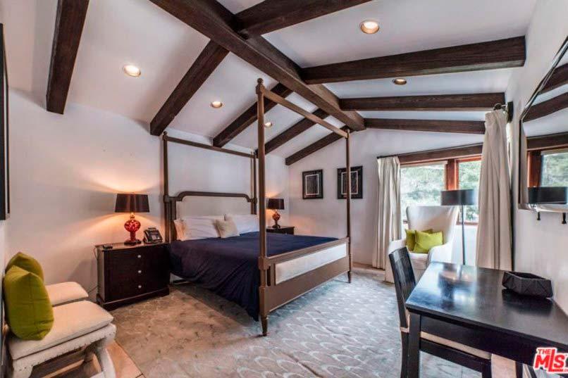 Потолочные балки в дизайне спальни