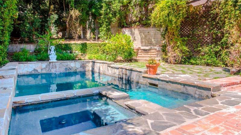 Плавательный бассейн и спа у дома Рэйчел Хантер