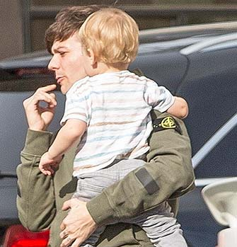 Фото | Луи Томлинсон и его сын Фредди