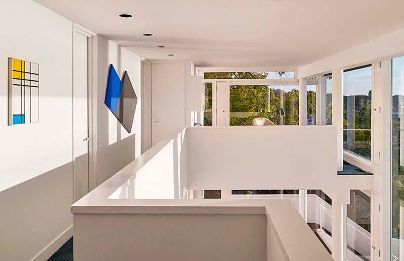 Солнечный интерьер дома от Ричарда Мейера